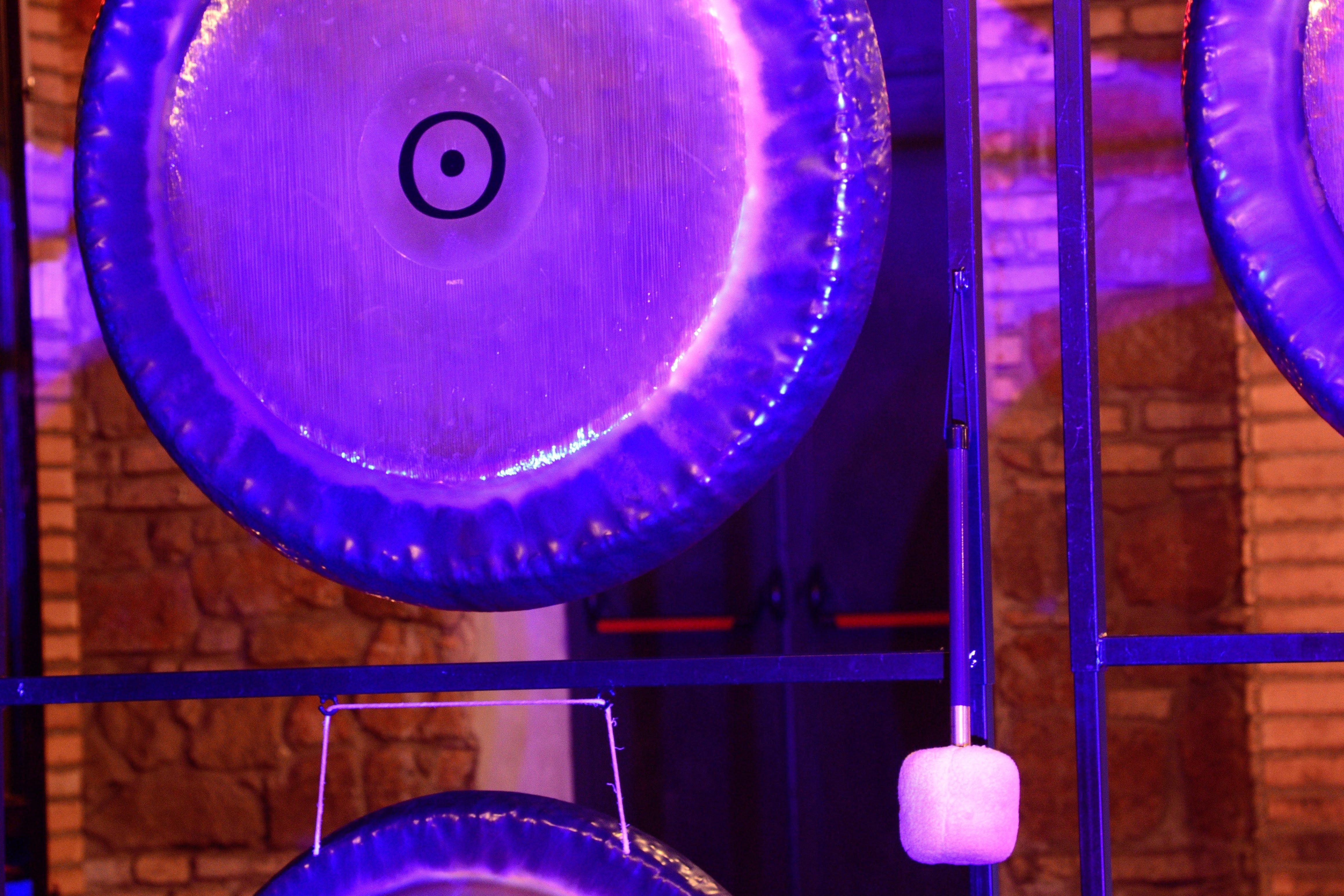hatha yoga, bagni di gong